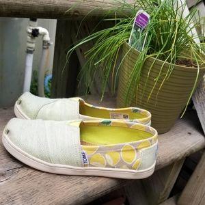🍋 TOMS Lemon Loafers (Size 2M)